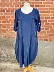 salg af Janne K Fløjls kjole i Marineblå