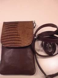 salg af Skind taske i lamme skind brun med lak klap og lang rem.